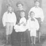 Minnie Pearl Crenshaw Roquemore (widow) & children, L to R: Felix Swanson, Mary Elizabeth (in Mom's lap), John Carlton, and Joe K.; circa 1909